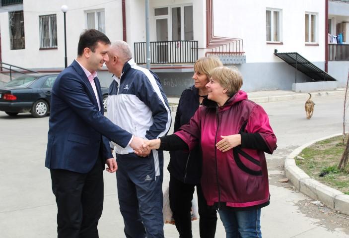 Giorgi Khojevanishvili met with the IDPs living in Antsukhelidze street