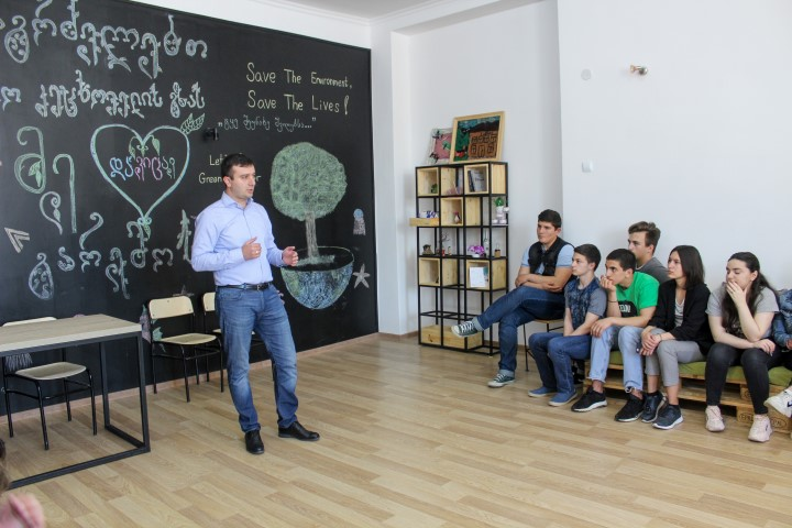 Giorgi Khojevanishvili met with the pupils at Gori Public School #1 within the project ''Returning to School''