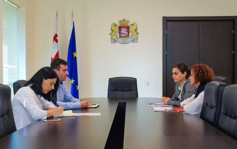 გუბერნატორმა საერთაშორისო არასამთავრობო ორგანიზაციის წარმომადგენლებთან სამუშაო შეხვედრა გამართა