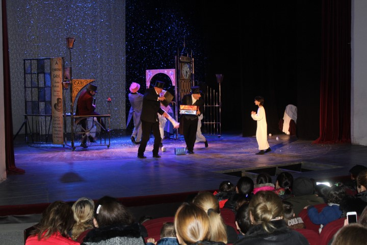 Giorgi Eristavi Theater Hosted  the Vulnerable Families  and IDP Children at New Year  Living in Shida Kartli Region