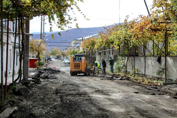 შარტავას ქუჩის სარეაბილიტაციო სამუშაოები მიმდინარეობს