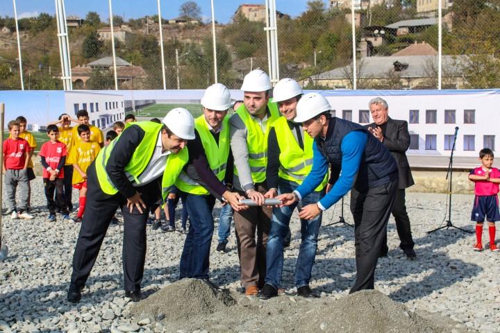 კასპში თანამედროვე სტანდარტების შესაბამისი საფეხბურთო სტადიონის მშენებლობა დაიწყო