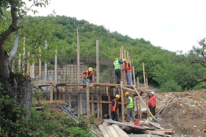 ხაშურის მუნიციპალიტეტში ბიჯნისის წყლის სათავე ნაგებობის მშენებლობა მიმდინარეობს