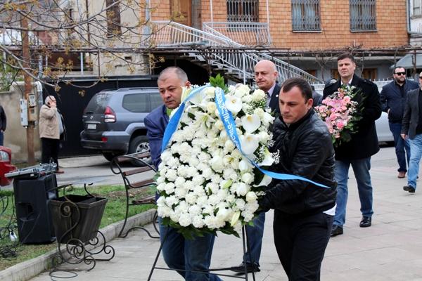 გუბერნატორის ადმინისტრაციის წარმომადგენლებმა 9 აპრილს დაღუპულთა ხსოვნას პატივი მიაგეს